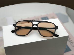 Chiếc kính râm có độ màu nâu Brown 30F cho người cận thị giá 1100k